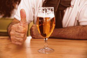 Alkoholische Getränke ab 16 - Bier ist erlaubt